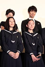 大粒の涙を流す藤野涼子(下段右)「ソロモンの偽証 前篇・事件」
