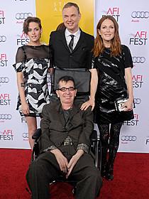 リチャード・グラツァーさん(写真中央)「アリスのままで」