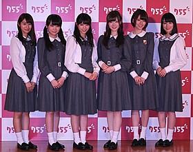 「755」の新CMキャラクターに就任した「乃木坂46」西野七瀬 (左から3番目)ら