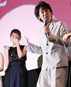 大泉洋に笑いが止まらない戸田恵梨香(左)「駆込み女と駆出し男」