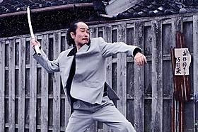 リリー・フランキーがピエール瀧と対決!「極道大戦争」