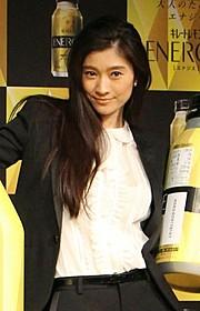 新CM発表会に出席した篠原涼子