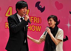 夫婦そろって舞台挨拶に立った田辺誠一と大塚寧々「恋する・ヴァンパイア」