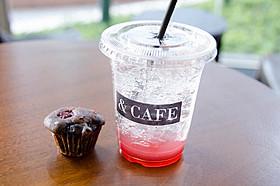 もちろんカフェとして気軽に立ち寄ってOK!「カフェ・ド・フロール」