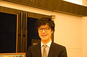 はにかんだ笑顔も素敵な支配人・田川尚史さん「カフェ・ド・フロール」
