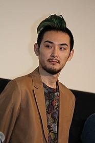 公の場では初披露となったモヒカン姿の松田龍平「ジヌよさらば かむろば村へ」