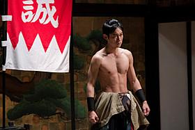 肉体美を披露した川岡大次郎「新選組オブ・ザ・デッド」