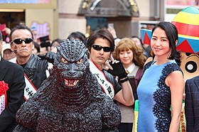 歌舞伎町の新施設オープンを祝った長澤まさみとゴジラ「ゴジラ×モスラ×メカゴジラ 東京SOS」
