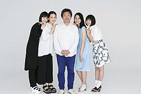 (左から)夏帆、綾瀬はるか、是枝裕和監督、長澤まさみ、広瀬すず「海街diary」