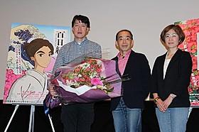 登壇した原恵一監督(左)と 故杉浦日向子さんの実兄である鈴木雅也・弘子夫妻「百日紅 Miss HOKUSAI」