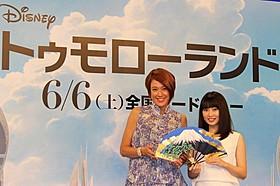 洋画吹き替えに初挑戦した志田未来(右)「トゥモローランド」