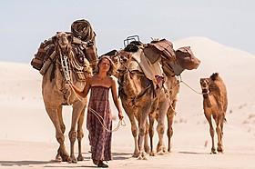 オーストラリアの砂漠を踏破した女性の実話を映画化!「奇跡の2000マイル」