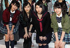(前列左から)小嶋真子、松井玲奈、横山由依、大和田南那