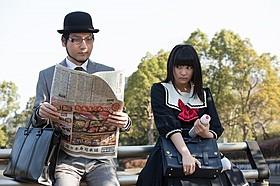 れるりり(左)と主演の柏木ひなた「脳漿炸裂ガール」