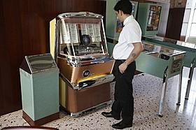 ノスタルジックなジュークボックスも設置されている「グランド・ブダペスト・ホテル」