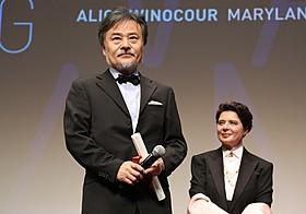 ある視点部門で監督賞を受賞した黒沢清監督