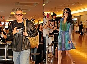 空港で約400人のファンに出迎えられたジョージ・クルーニー夫妻「トゥモローランド」