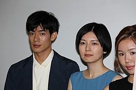 舞台挨拶に登壇した菊池亜希子と中島歩「グッド・ストライプス」