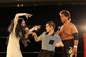 リングで天龍源一郎が伽椰子と対決!「呪怨 ザ・ファイナル」