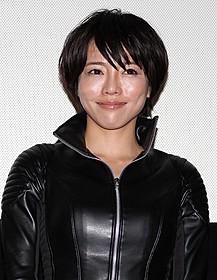 セクシー衣装で登場した釈由美子「ヤング・アニマル」