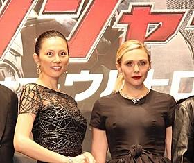 米倉涼子とエリザベス・オルセン「アベンジャーズ エイジ・オブ・ウルトロン」