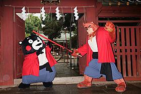 渋谷の町で交流を深めた熊徹&くまモン「バケモノの子」