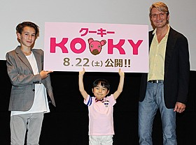 来日したヤン・スベラーク監督(右)、オンジェイ・ スベラークと応援に駆け付けた寺田心くん「クーキー」