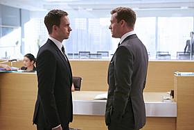 「SUITS スーツ」シーズン4の一場面「Mr.&Mrs.スミス」