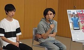 飯塚俊光監督(右)と清水尚弥「独裁者、古賀。」