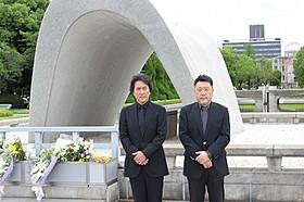 戦没者をいたむ原田眞人監督と役所広司「日本のいちばん長い日」