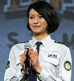 劇中の制服姿で登場した榮倉奈々「図書館戦争」