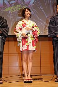 ミニ浴衣姿を披露し照れまくった小島梨里杏
