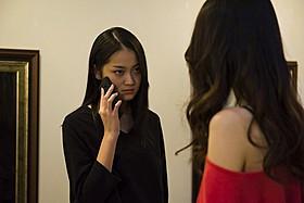 若手女優の吉本実憂が、妖しげな魅力を放つ「罪の余白」