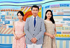 「グッドモーニングショー」に出演する中井貴一(中央) と女子アナ役の長澤まさみ(右)&志田未来「グッドモーニングショー」
