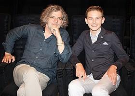 ギャレット・ウエアリング(右)とフランソワ・ジラール監督「ボーイ・ソプラノ ただひとつの歌声」