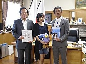 埼玉県知事を表敬訪問した水瀬いのり、清水博之プロデューサー「心が叫びたがってるんだ。」