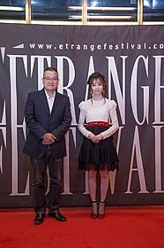 仏・パリでの舞台挨拶に出席した 島崎遥香と中田秀夫監督「劇場霊」