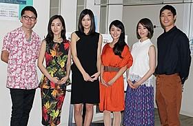 三澤拓哉監督を称えた杉野妃希(左から2人目)「3泊4日、5時の鐘」