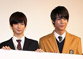 プライベートでも仲がいいという中川大志(右)と千葉雄大「通学シリーズ 通学電車」