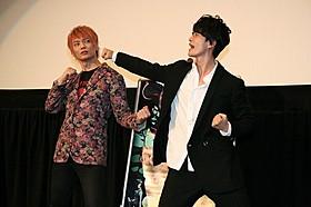 サイボーグ戦士とデビルマンの世紀のバトルを再現する 福山潤(右)と浅沼晋太郎「デビルマン」
