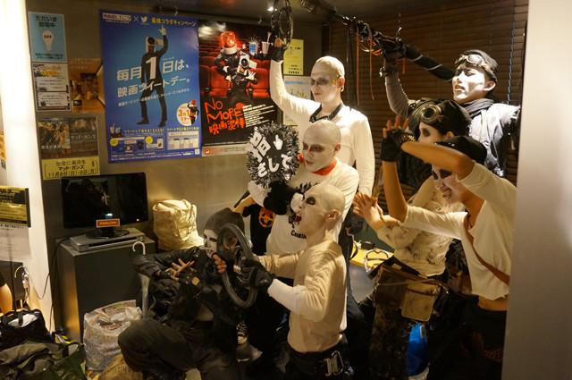 劇場ロビーには本気のコスプレイヤーが集まり撮影会状態。「マッドマックス」