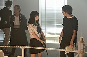 主演の橋本環奈(左)と、メガホンをとった前田弘二監督「セーラー服と機関銃」