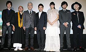 舞台挨拶に立った伊藤淳史、山本美月ら「ボクは坊さん。」
