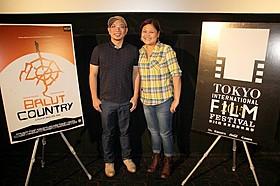 ポール・サンタ・アナ監督(左)と プロデューサーのクリスマ・マックラン・ファハルド氏「バロットの大地」