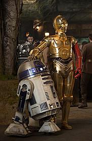 「スター・ウォーズ フォースの覚醒」よりR2-D2とC-3PO「スター・ウォーズ」