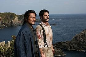 主演の内野聖陽(左)&トルコ人俳優ケナン・エジェ「海難1890」