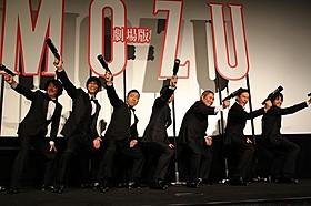 """たけしの指揮のもと全員で""""コマネチ""""「劇場版 MOZU」"""
