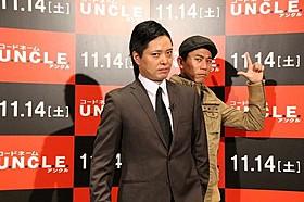 クールに決める「キャベツ確認中」の2人「コードネーム U.N.C.L.E.」
