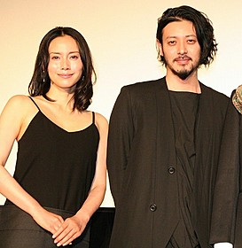 舞台挨拶に立ったオダギリジョーと中谷美紀「FOUJITA」