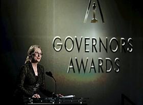 ガバナーズ賞でスピーチをするメリル・ストリープ